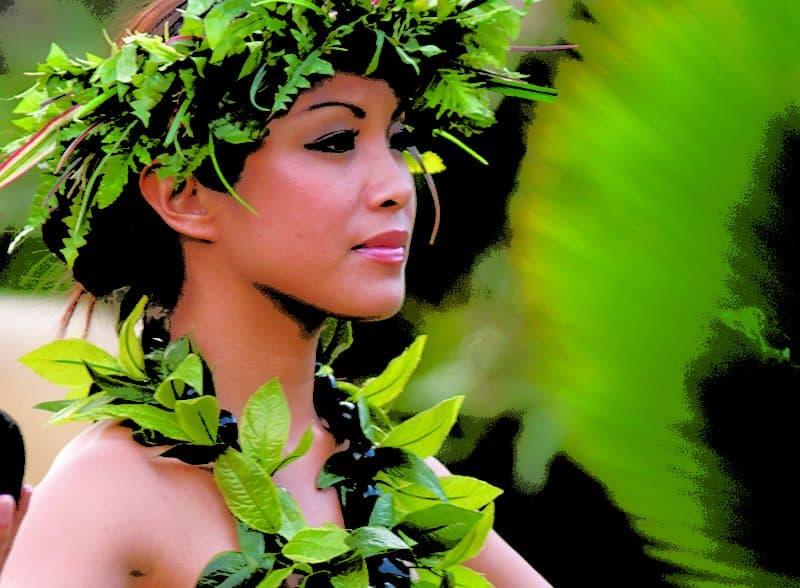 Kauai Luau dinner performer